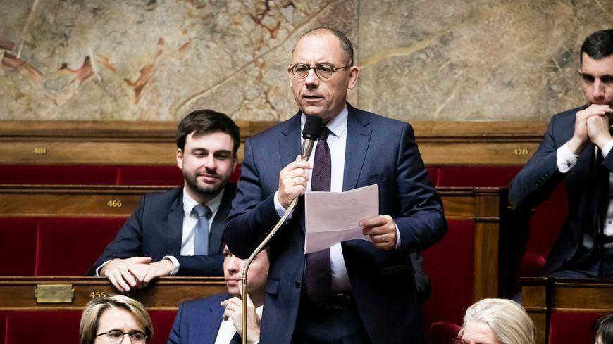برلماني يكشف تعرضه للاغتصاب (فيديو)